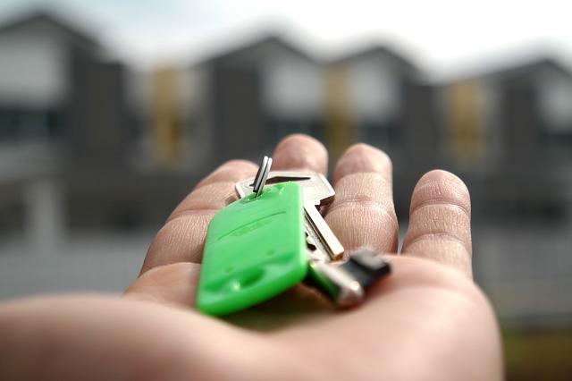 ключи на руке